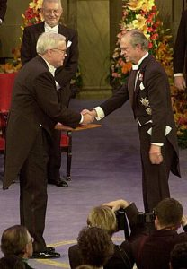 James J. Heckman receiving his Prize from His Majesty the King at the Stockholm Concert Hall 2000.
