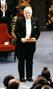 Robert A. Mundell after receiving his Prize from His Majesty the King. Copyright © The Nobel Foundation 1999
